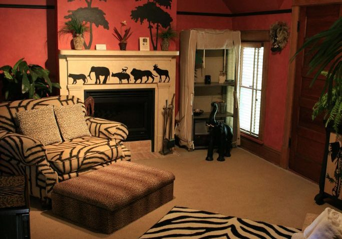 Safari Suite Living room